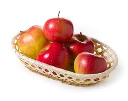 4 kilo fresh Apples in a basket