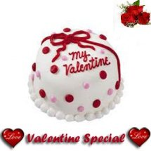 1 Kg Heart Chocolate Cake icing BE MY VALENTINE with 5 roses free
