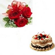 Half kg Black forest cake with 3 red roses hand tied