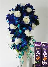 2 bubbly silk chocolates with 10 blue orchids and 10 white roses bunch