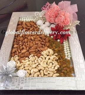 1 kg mix dryfruit in a decorated tray