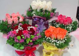 5 baskets of roses with 10 flowers each