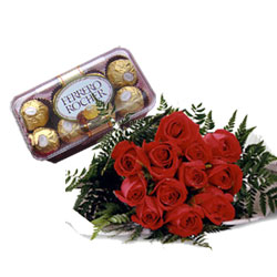 6 red roses with 16 pieces chocolates