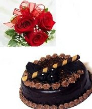 1/2 kg Chocolate cake with 3 red roses