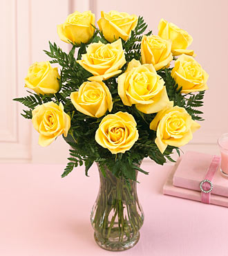 6 yellow roses in a vase