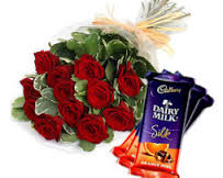 dozen red roses with free silk chocolates