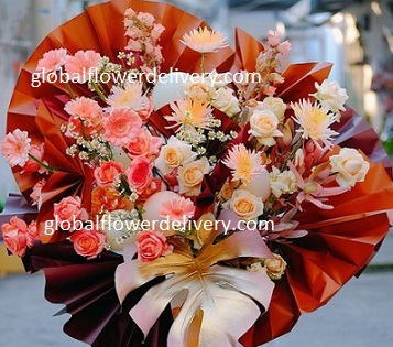 30 Pink Orange Rose basket with round leaves and Red paper fans